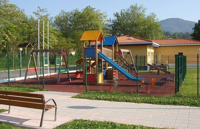 Parque Infantil en Piscinas Municipales de Sopuerta